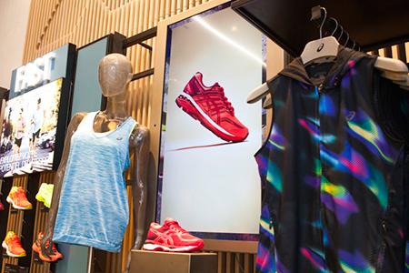BIGPRINTS_ASICS-nuevo-concepto-retail-digital
