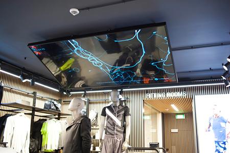 BIGPRINTS_ASICS-nuevo-concepto-retail-pantallas