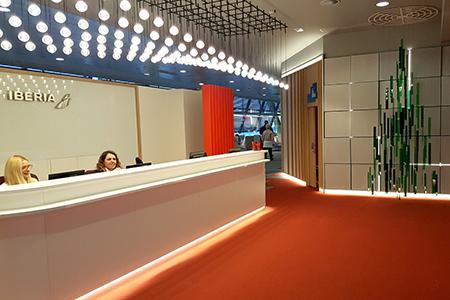 BIGPRINTS_Arbol-Navidad-metacrilato-decoracion-sala-VIP-Iberia