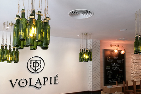BIGPRINTS_Decoracion-integral-botellas-lamparas-taberna-Volapie-Madrid