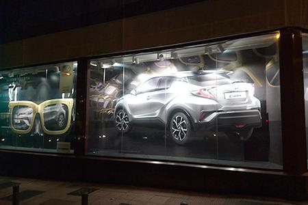 BIGPRINTS_Escaparates-Madrid-corporeo-troquelado-publicidad-Toyota
