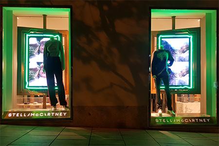 BIGPRINTS_Instalacion-escaparates-boutiques-decoracion-neon-Stella-McCartney
