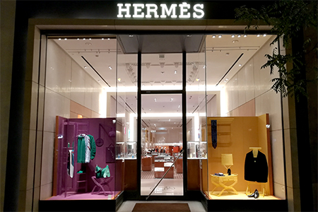 BIGPRINTS_escaparates-INSTORE-para-Hermes-spain-objetos-3d-con-malla-metalica-madrid