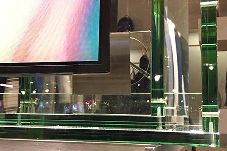 BIGPRINTS_mobiliario-metacrilato-cristal-instalacion-pantallas-escaparate-Stella-McCartney