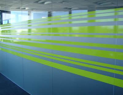 Rotulos y luminosos en madrid decoracion de cristales en for Oficinas nike madrid